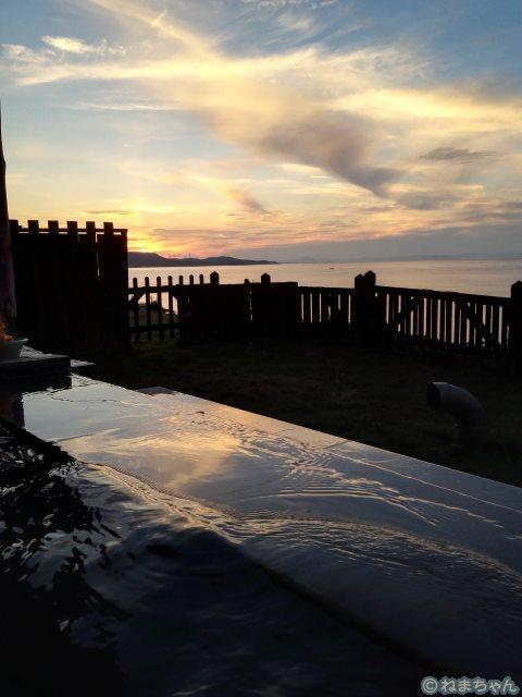 「湯ん湯ん」露天からの夕陽