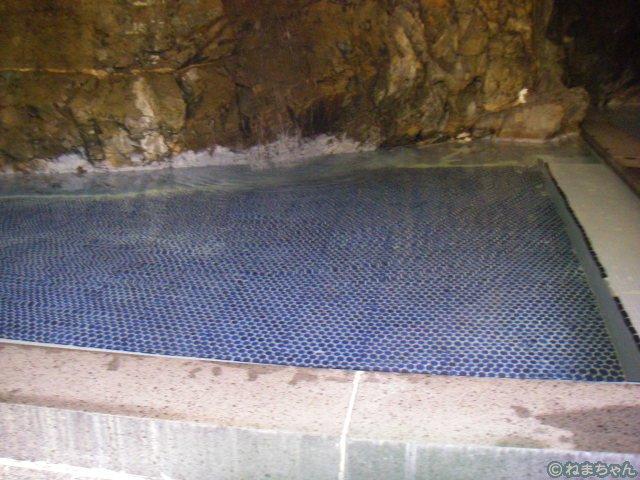 「鈍川温泉ホテル」岩風呂