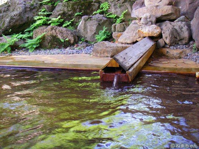 緑礬泉湧出口