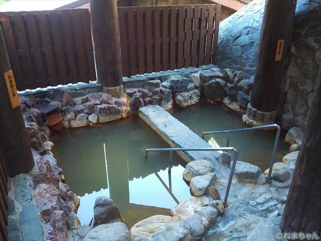 春鹿呼(しゅんろくこ)の湯、秋鹿鳴(しゅうろくめい)の湯