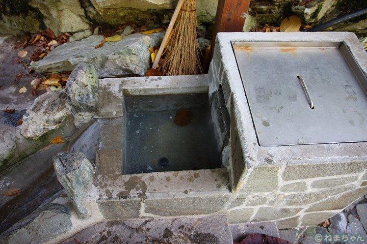 「欅平温泉足湯」湧出口